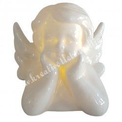 Led-es porcelán angyal, két kézen támaszkodó, 7x7 cm