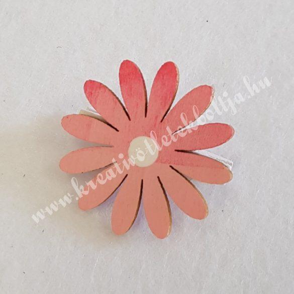 Csipeszes rózsaszín virág