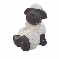 Hátra támaszkodó bárány