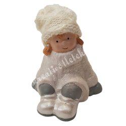 Kerámia ülő fehér ruhás lány, 8x11 cm