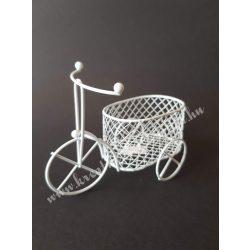 Fém tricikli ovális kosárral