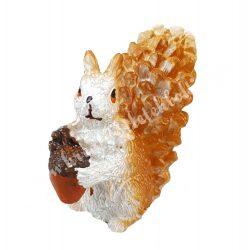Polyresin mókus, ülő, makkal, 2,3x4,7 cm