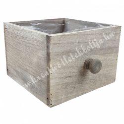 Fadoboz gombbal, négyzet, antikolt szürke, 15x17x10,5 cm