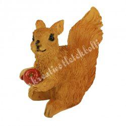 Polyresin mókus almával, 4,5x4 cm