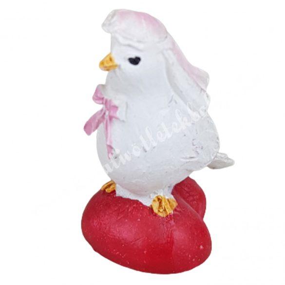 Fehér galamb menyasszony szíven, 4,2x3,5 cm