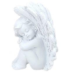 Polyresin angyal, jobb kezén fekvő, fehér, 4x5,5 cm