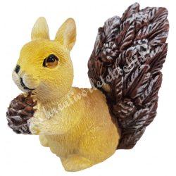 Polyresin mókus tobozzal, barna, 8x7,5 cm