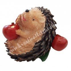 Polyresin süni, almával 1., 8x7 cm