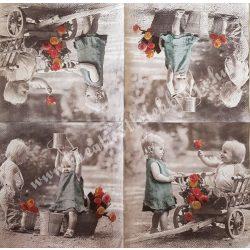 Szalvéta, gyerekmintás, gyerekek rózsákkal, 33x33 cm (12)