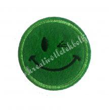 Vasalható matrica, Smiley, Zöld színű, Kacsintós,45mm